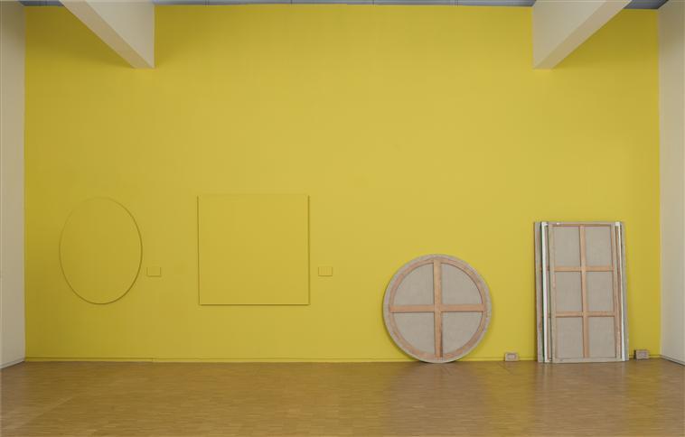 (C) Claude Rutault