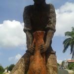 homme avec une cruche- inspiré de khokho rene corail