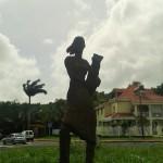 femme avec cruche