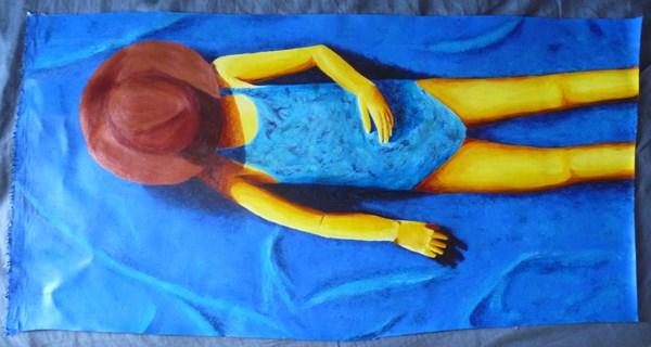 se dorer la pilule bronzer fille chapeau maillot plage bleu mer