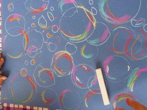 dessin fond bleu bulles pastel blanc