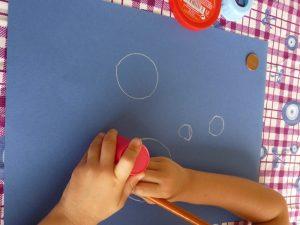 dessiner contour trait main enfant