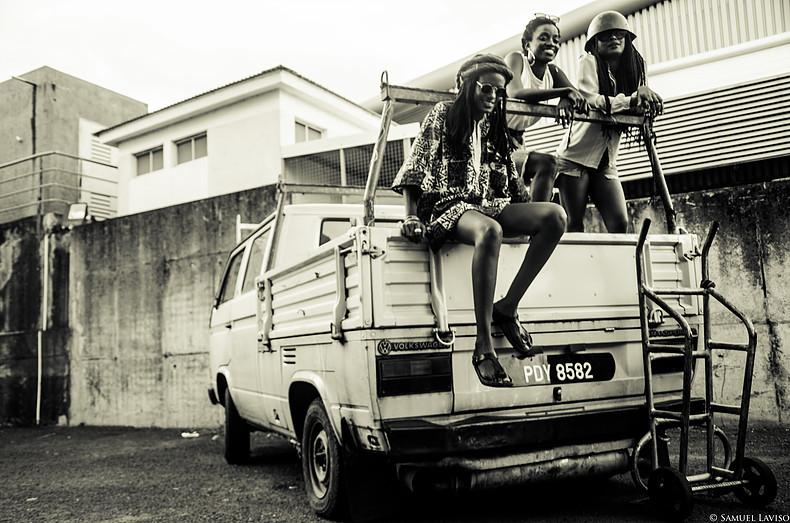 photo noir et blanc amie camion