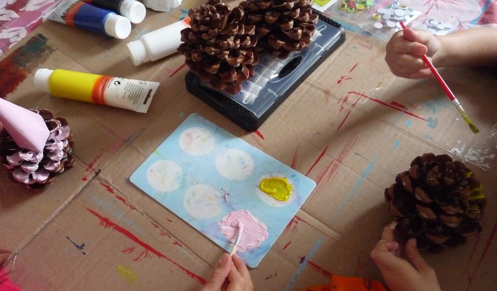 activité enfant pomme de pin herisson peinture