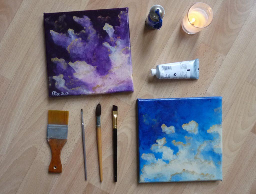 flatlay tableaux d'Elize nuages bleus pinceaux