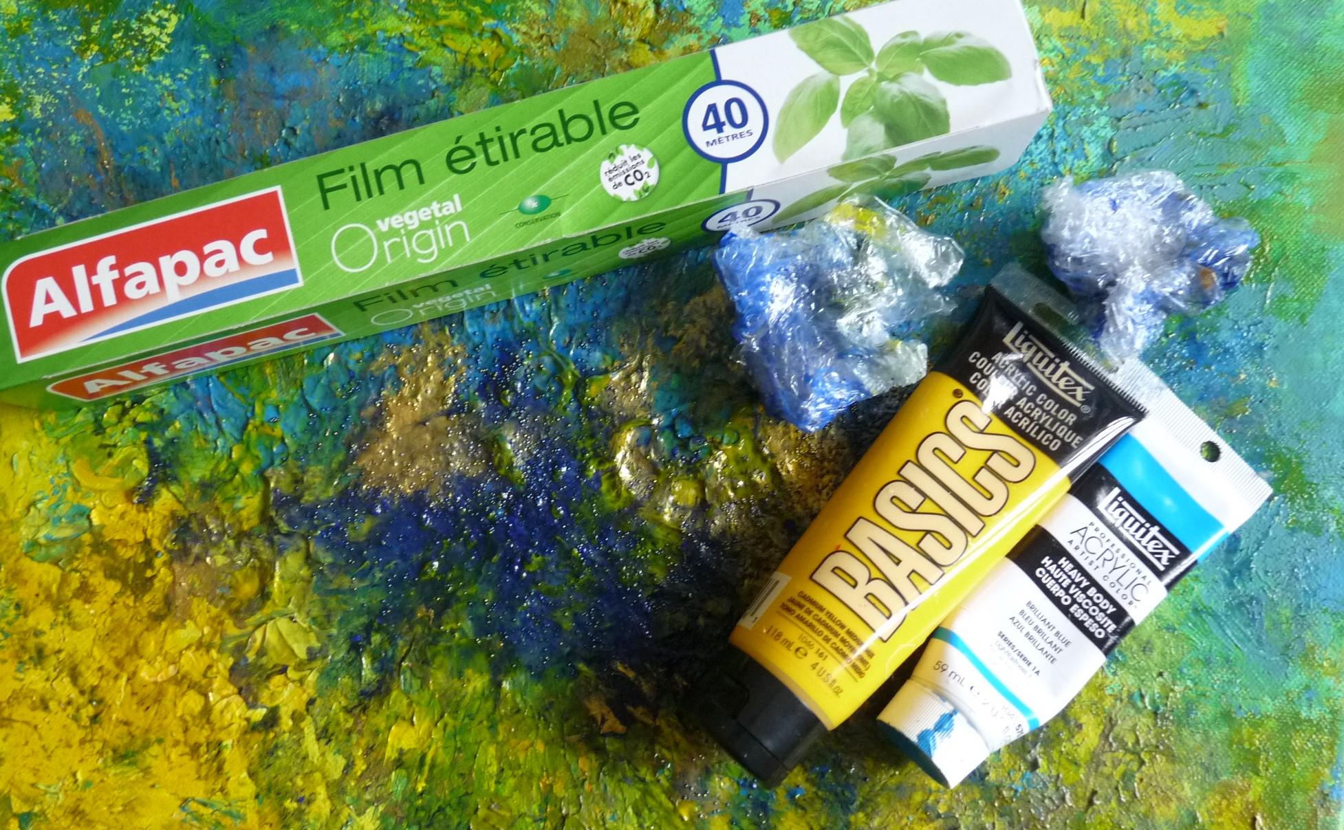 peindre avec du film étirable alfapac abstrait liquitex jaune bleu basics