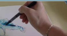 main tenir crayon pour dessiner
